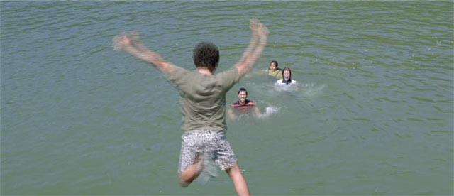 ケドクが海に飛び込むシーン