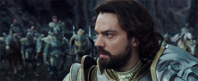 戦場で鎧を着ているレイン王