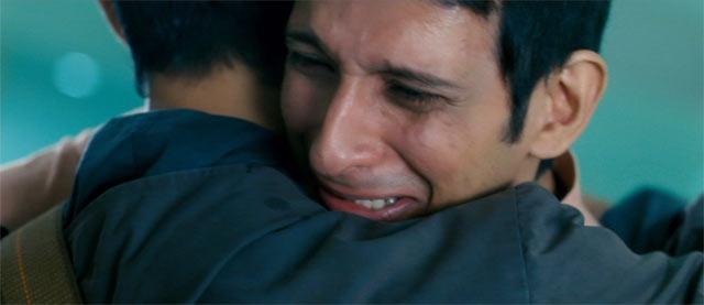 ラージューとランチョーが抱き合うシーン