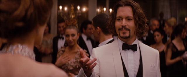 舞踏会で踊るエリーズとフランク