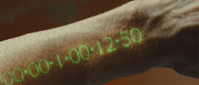 腕に埋め込まれた時計