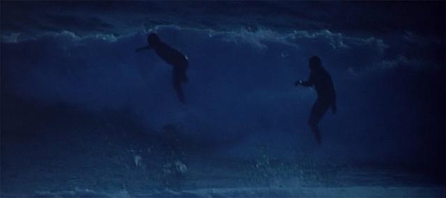 夜のサーフィンシーン2