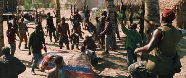 武装勢力(RUF)に村を襲われるシーン