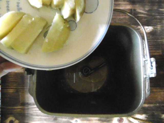 5.蒸したさつま芋を刻んで入れる