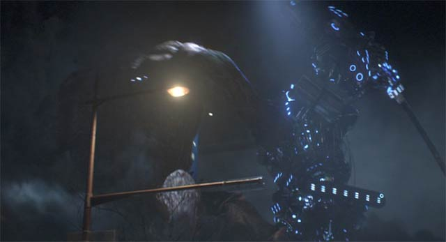 刀を振る巨大ロボット