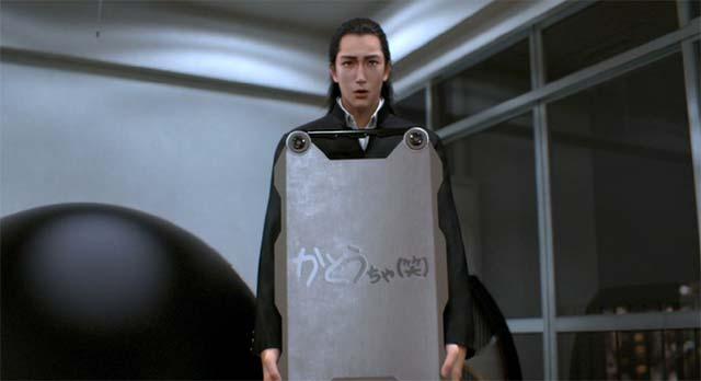 スーツのケースを持つ加藤君