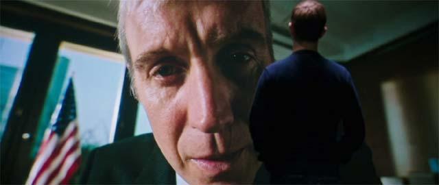 上司コービンに怒られるスノーデン