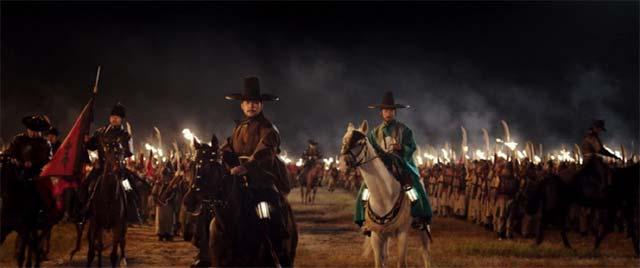 夜、馬に乗るイ・サン王