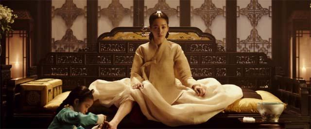幼女に足の爪を切らせる貞純王后